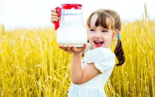 девочка-с-кувшином-молока